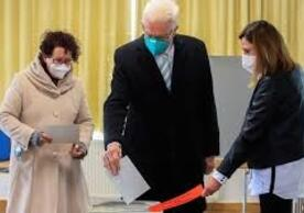 Winfried Kretschmann, leader of the Greens and Minister-President of Baden-Württemberg, and Mrs. Kretschmann voting in the state election Sunday.